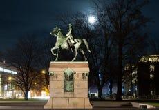 Staty av en konung royaltyfri bild