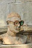 Staty av en man med plast- glasögon Arkivbild
