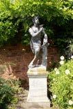 Staty av en panna på rokokoträdgårdarna i Painswick, Gloucestershire, England, Europa royaltyfria bilder