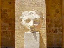 Staty av en pharaohs huvud i Luxor Egypten Royaltyfri Foto