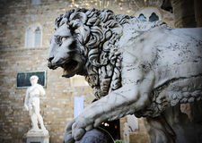 Staty av ett lejon Arkivfoto
