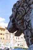Staty av ett lejon med den öppna munnen i Florence Royaltyfria Bilder