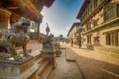 Staty av ett mytiskt djur, Nepal, staden av bhaktapur, December 2017 arkivfoto
