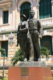 Staty av ett par av arbetare - Saigon - Vietnam Royaltyfri Fotografi