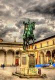 Staty av Ferdinando Jag de Medici på den Santissima Annunziata fyrkanten royaltyfri fotografi
