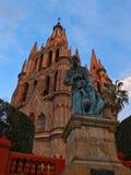 Staty av frans Juan de San Miguel i La Parroquia de San Miguel Arcangel Arkivbilder