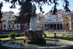 Staty av Frederick Adam framme av slotten av St Michael och St George royaltyfri foto