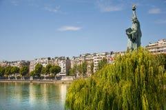 Staty av frihet i Paris Royaltyfria Foton