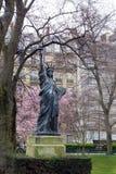 Staty av frihet, Jardin du Luxembourg, Paris, Frankrike royaltyfria bilder