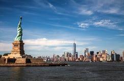 Staty av frihet- och Manhattan horisont, New York Arkivfoto