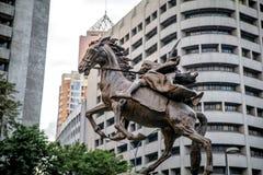 Staty av Gabriela Silang på den Makati aven royaltyfri fotografi