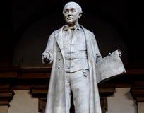Staty av Gabrio Piola Daverio, italienska matematiska och physicistorian Pietro Verri arkivbilder