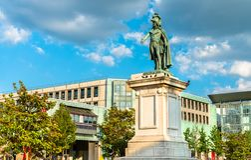 Staty av general Desaix på den Jaude fyrkanten i Clermont-Ferrand, Frankrike arkivfoto