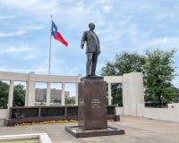 Staty av George Bannerman Dealey, Dealey Plaza Fotografering för Bildbyråer