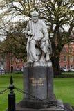 Staty av George Salmon på Treenighethögskolan som brett är ansedd att vara det mest prestigefulla universitetet i Irland Royaltyfria Bilder