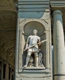 Staty av Giovanni dalle Bande Nere (Giovanni de Medici) i den Galeria deglien Uffizi. Florence Italien royaltyfri fotografi