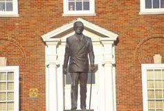 Staty av Harry S Truman framme av Jackson County Courthouse, självständighet, MO royaltyfria foton