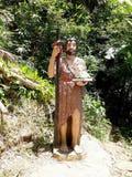 Staty av helgonet på Kamay ni Hesus Arkivbild