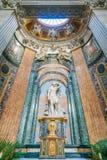 Staty av helgonet Sebastian av Paolo Campi i kyrkan av Sant ` Agnese i Agone i Rome, Italien arkivbild