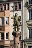 Staty av hemmansägaren uppe på en springbrunn Ställe de la Réunion, Mulhouse Royaltyfria Foton