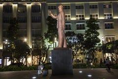 Staty av Ho Chi Minh i mitt av HCM-staden Arkivfoto