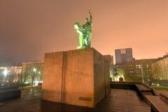 Staty av Ingolf Arnarson, Reykjavik, Island fotografering för bildbyråer