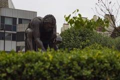 Staty av Isaac Newton på det brittiska arkivet Royaltyfri Bild