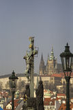 Staty av Jesus Christ på Charles Bridge, Prague Arkivfoto