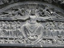Staty av Jesus Christ på den St Denis basilikan Arkivfoto
