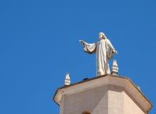 Staty av Jesus på det kyrkliga tornet, Ciutadella Fotografering för Bildbyråer