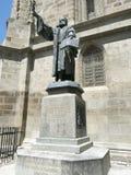 Staty av Johannes Honterus i Brasov, Rumänien royaltyfria bilder