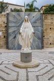 Staty av jungfruliga Mary, kyrka av förklaringen i Nazareth Arkivfoton