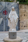 Staty av jungfruliga Mary, kyrka av förklaringen i Nazareth Arkivfoto
