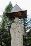 Staty av jungfruliga Mary, moder av guden i Schodnica, Ukraina Royaltyfri Fotografi