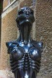Staty av kafét för timme Giger med hans biomechanical stil royaltyfri foto