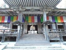 Staty av Katyayana eller Phra Sangkajai i Konpon Chudo av den Risshaku-ji eller Yamadera templet i Japan royaltyfri bild