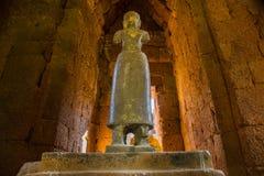 Staty av konst för gudBodhisattvaen khmer på den forntida thai slotten eller Pr Royaltyfri Fotografi
