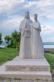 Staty av konungen Andrew I och Anastasia nära kyrkan av Benedic Arkivbild