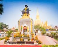 Staty av konungen Chao Anouvong, den sista monarken av det laotiska Ket Arkivfoto