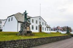 Staty av konungen Christian IX framme av kontoret av premiärministern Royaltyfri Foto