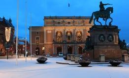 Staty av konungen Gustav II Adolf och kunglig opera i Stockholm, Sverige Royaltyfri Bild