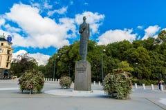 Staty av konungen Haakon VII i Oslo Arkivbilder