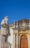 Staty av konungen Joao III på universitetfyrkanten av Coimbra Fotografering för Bildbyråer