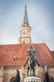 Staty av konungen Mathias framme av kyrkan av St Michael Fotografering för Bildbyråer