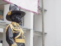Staty av konungen Vajiravudh, den sjätte monarken av Thailand Arkivbild