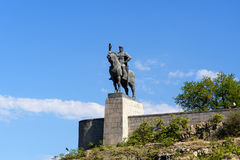 Staty av konungen Vakhtang Gorgasali i Tbilisi, Georgia royaltyfri fotografi