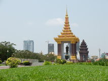 Staty av konungfadern Norodom Sihanouk Royaltyfri Fotografi