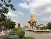 Staty av konungfadern Norodom Sihanouk Arkivbild