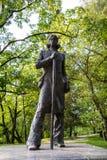 Staty av Kristjan Jaak Peterson på den Toome kullen, Tartu royaltyfri foto