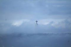 Staty av Kristus konungen i Lissabon till och med molnen Arkivbilder